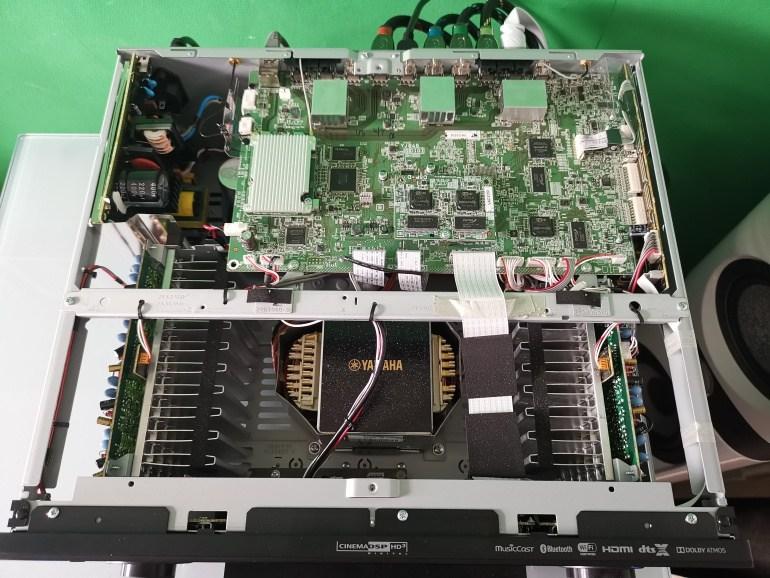 ampli Yamaha RX A1080 trong